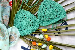43-modern-crochet-bikini-and-swimwear-pattern-ideas-for-summer-2019